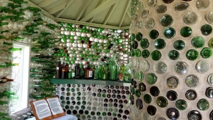 Les Maisons de Bouteilles ou le recyclage ingénieux